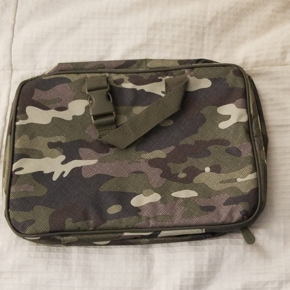 Thirty-One Fold-Up Travel Bag Camo Crosshatch